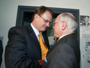 Latham Diaries author Mark Latham catches up with an old friend during the 2004 election. PHOTO: NewZulu