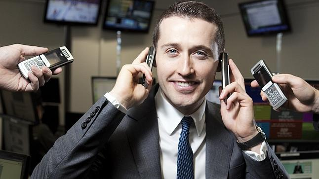 Controversial online bookmaker, Tom Waterhouse, uses up to six different pre-paid phones to avoid the attention of authorities and Nick Xenophon