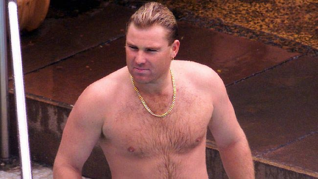Australian cricketing icon, Shane Warne rocking his famous gold chain and dad bod in 1999. This man slept with a lot of women.