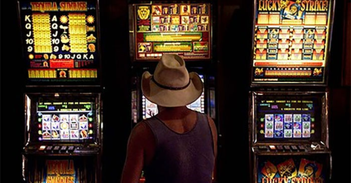 Man banned from hotel after squishing meat pie into pokie machine