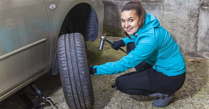 Pathetic Excuse For A Human Idly Watches His Girlfriend Change A Tyre