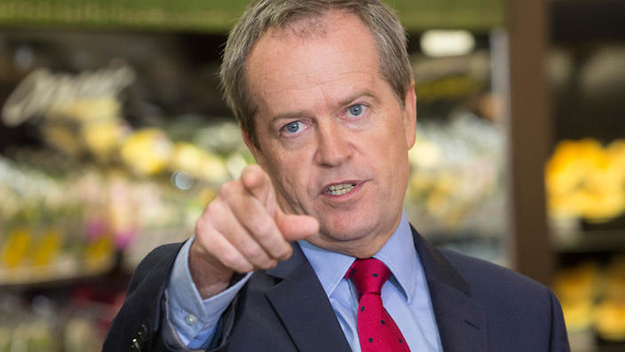 Australian Federal Opposition Leader Bill Shorten misquotes Churchill during a visit to Woolworths in Queanbean, , Tuesday, Jan. 12, 2016. (AAP Image/Andrew Taylor) NO ARCHIVING