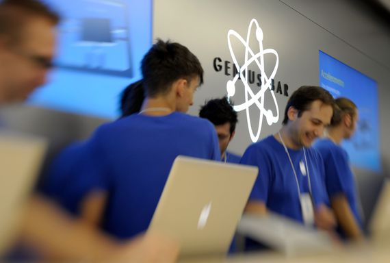 Apple Asks Customers To Avoid Discussing The Outside World With Genius Bar Employees