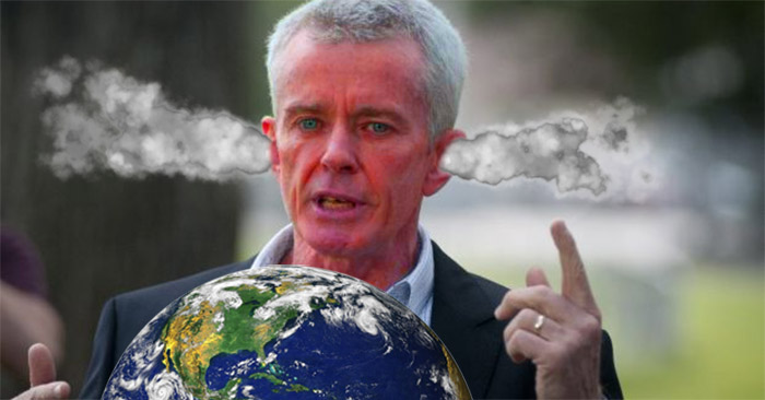Malcolm Roberts lashes out at spherical depiction of Earth; prefers wall maps