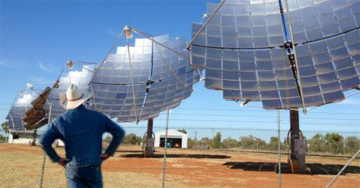 Bob Katter stands in awe of new local solar panels
