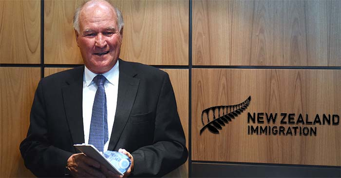 Tony Windsor says recent visit to New Zealand High Commission was 'unrelated' to Joyce citizenship saga