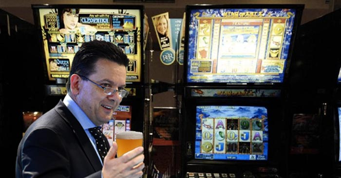 Nick Xenophon Feeds A Twenty Through Cleopatra To See What He's Been Missing Out On