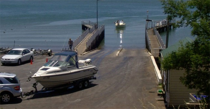 Man's Inability To Reverse With Trailer Providing Great Entertainment To Everybody At Boat Ramp