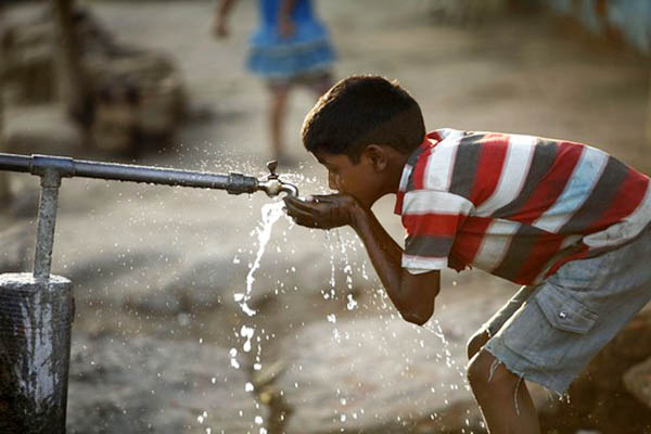 WOW! This Filthy Tap In The Slums Of Mumbai The Key To ...
